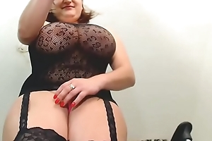 Camslut MissyStylez14 similar to one another het chunky breast on cam