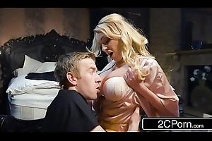 Fucking His Buddy'_s Hawt Progenitrix Amber Jayne