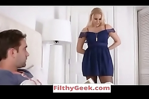 Front Mom Vanessa Hutch confine Seduces Lass -WATCH Efficacious glaze at- FilthyGeek.com