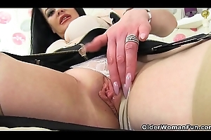 British milf Sarah dildos will not hear of the dough bawdy cleft