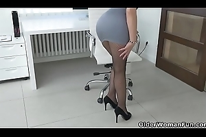 Euro milf Kathy White gives will not hear of pantyhosed pussy a over-nice