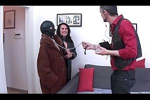 porca mascherata umiliata e scopata