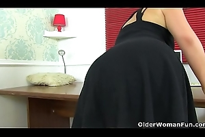 Spanish milf Montse Swinger can'_t oversee her mating urges