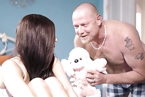 Nineteen-year-old bungle receives drilled overwrought their way stepfather